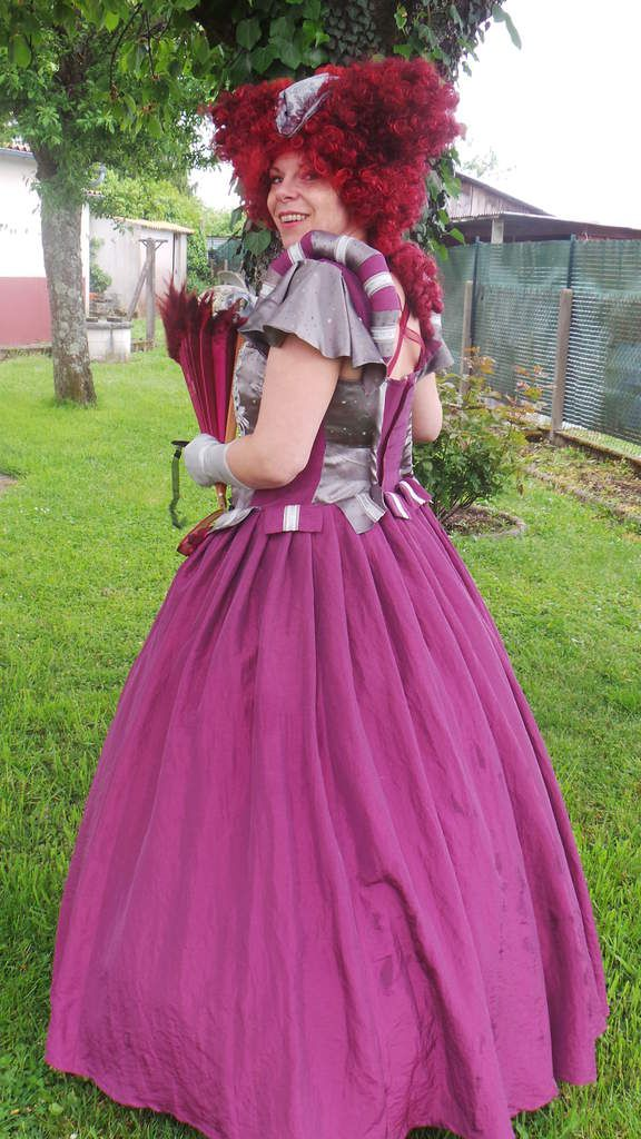 Photoshoot Robe Baroque Bordeaux et grise