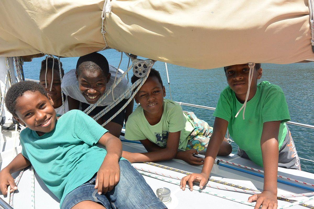 Les enfants aux Anses d'Arlet et à l'école