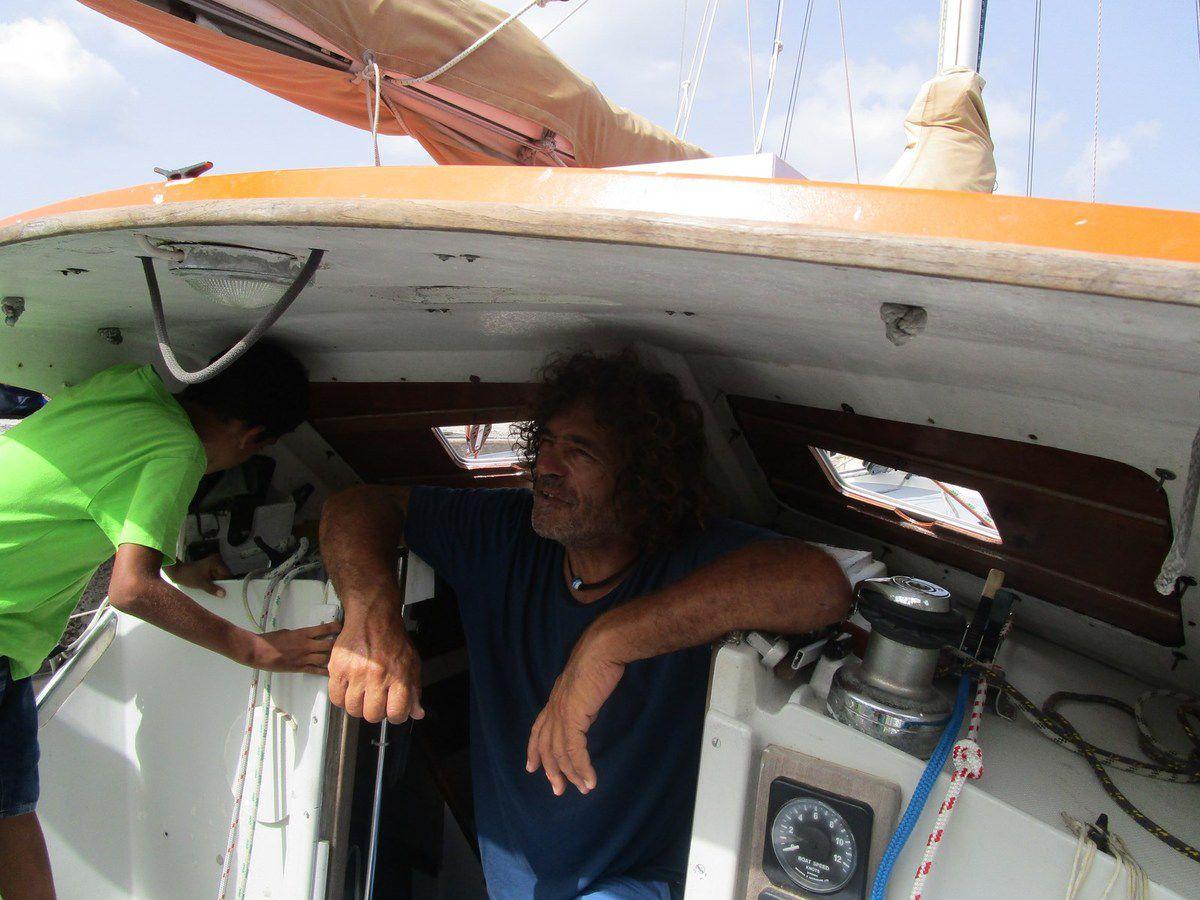 La visite du bateau à Grande Anse pour les CE1