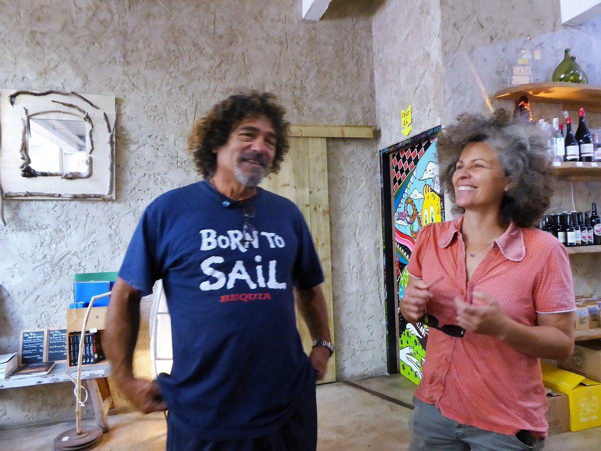 """Les 9 caves, partenaires du projet """"Manu et Martin autour du monde""""."""