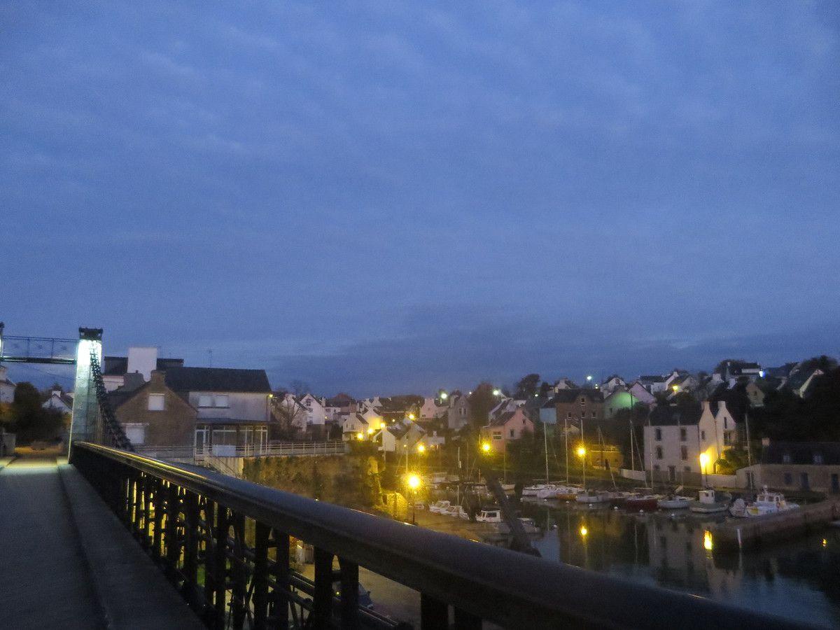 Le village by night vue du vieux pont