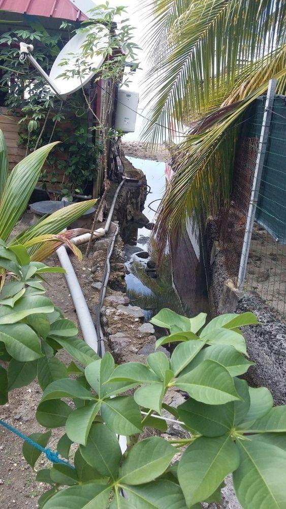 Les eaux usées autour du restaurant Ti Payot