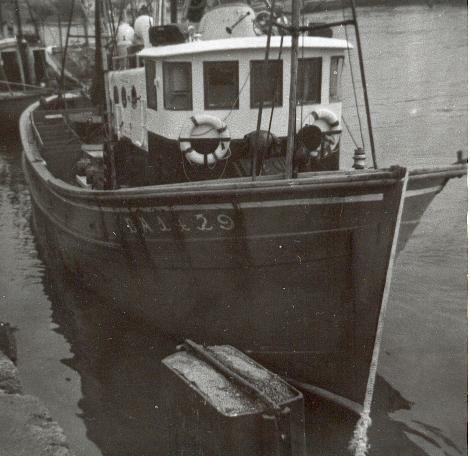Un de ces enfants sur la barque c'est Bernard? Lequel???