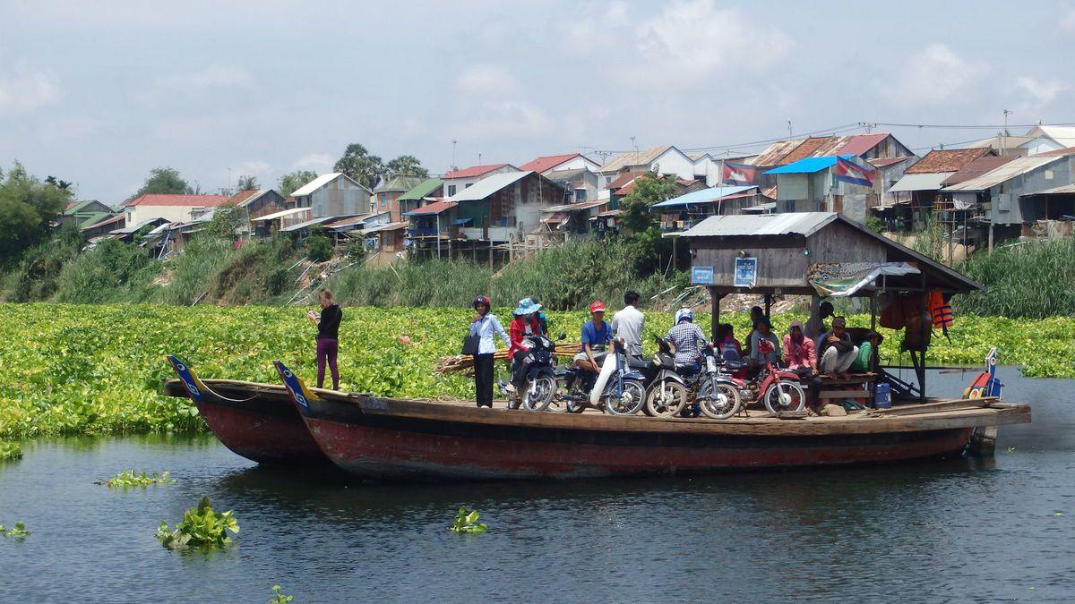 En vélo, le long du Mékong...