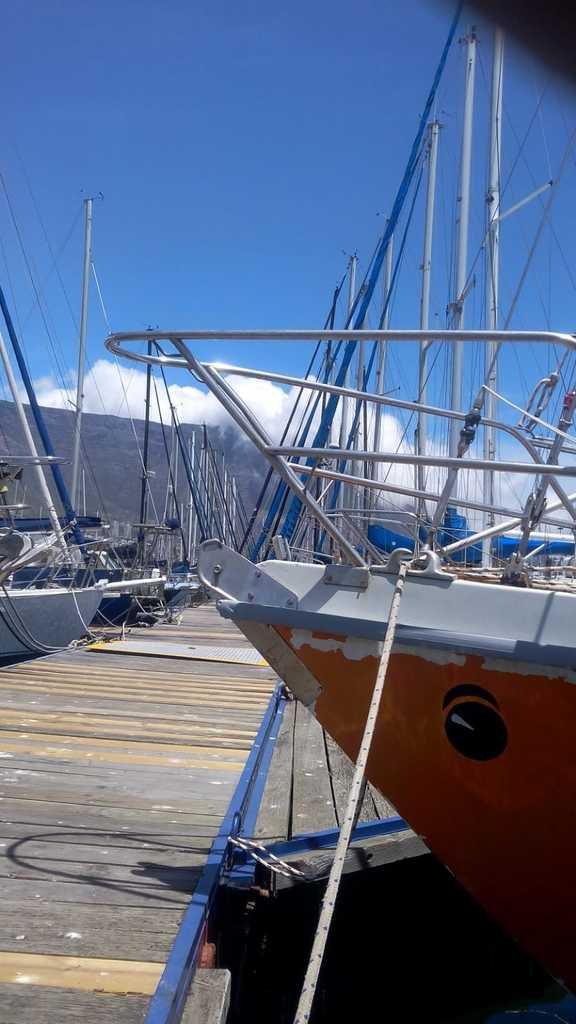 Martin au ponton à Cape Town. Au fond, la Montagne de la Table....