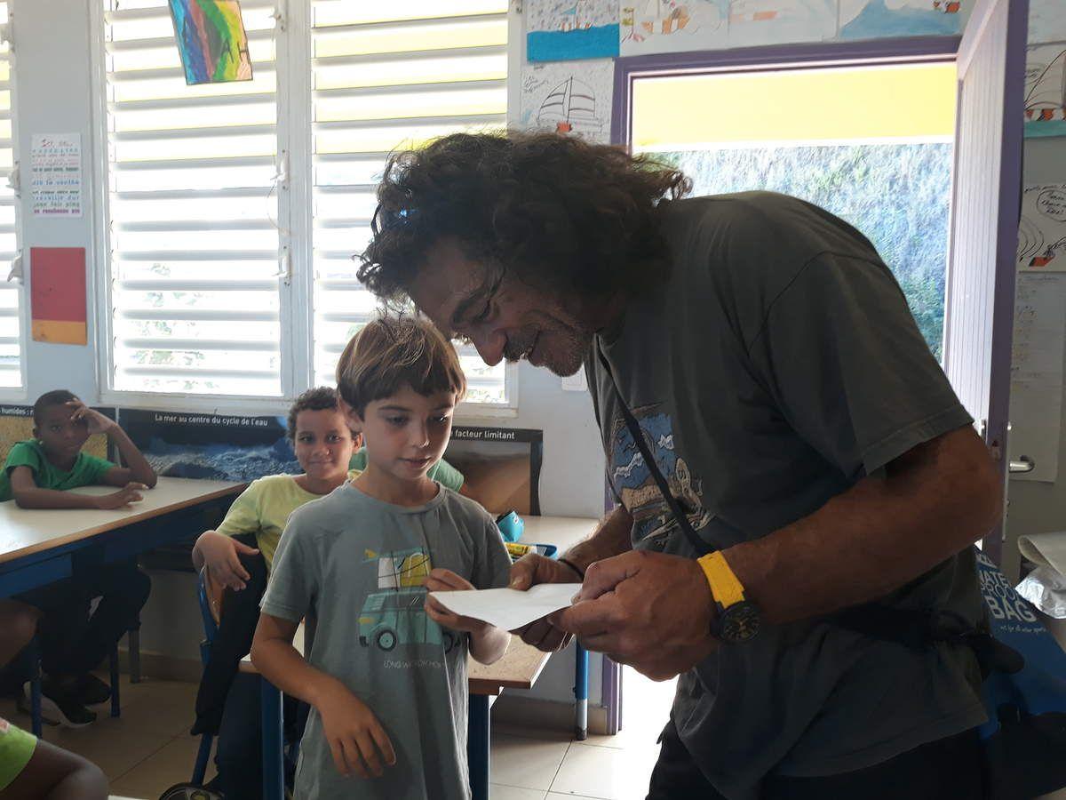 Le premier coucou de Manu à la classe...