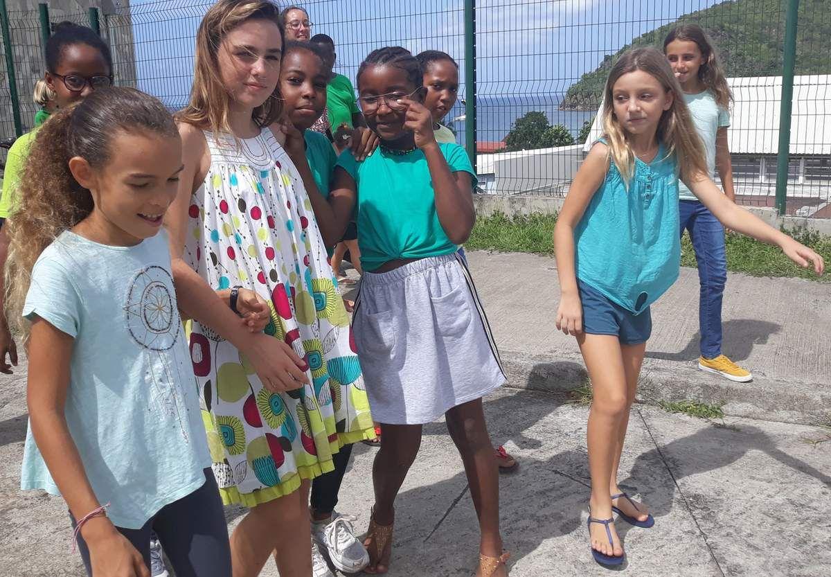 Les enfants voyageurs à l'école!!!