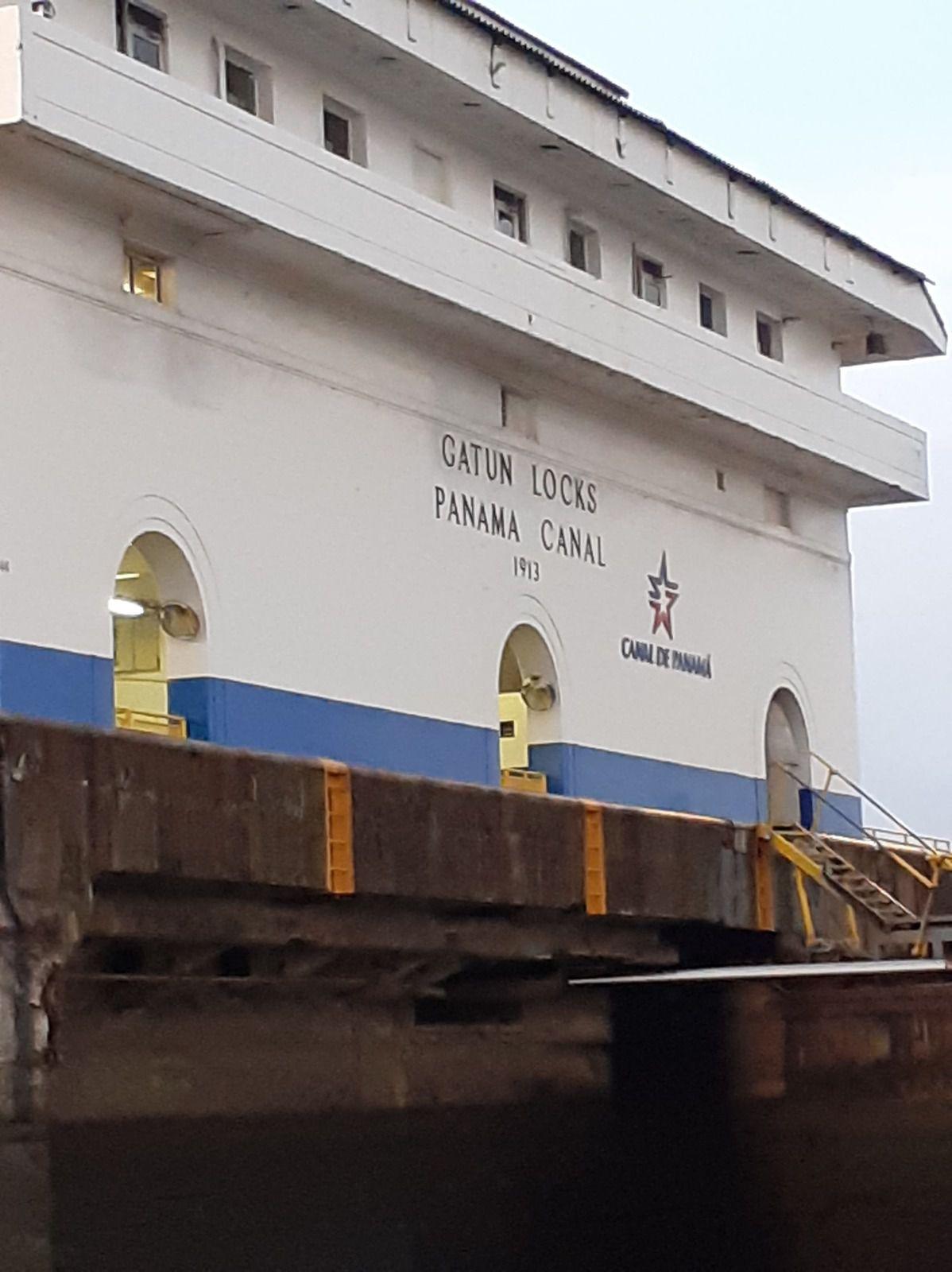 MARIO DES MAMAROSSA PASSE LE CANAL DE PANAMA