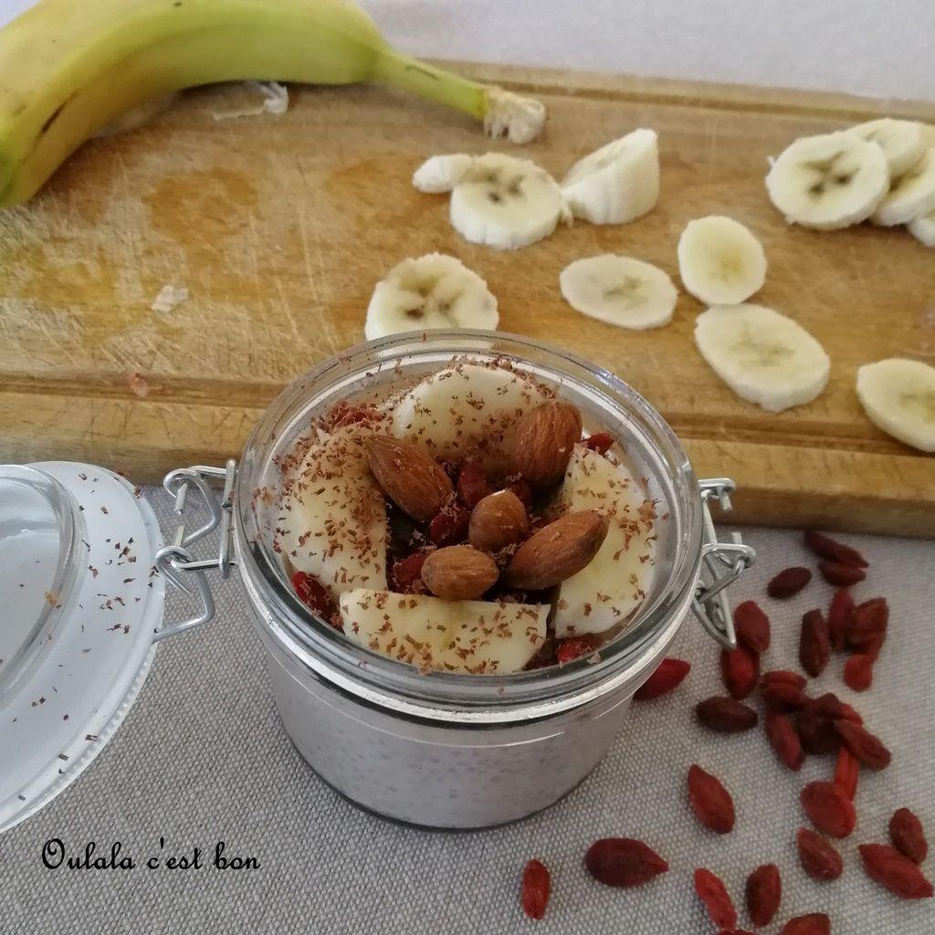 pudding graines de chia poudre de fraise baie de Goji