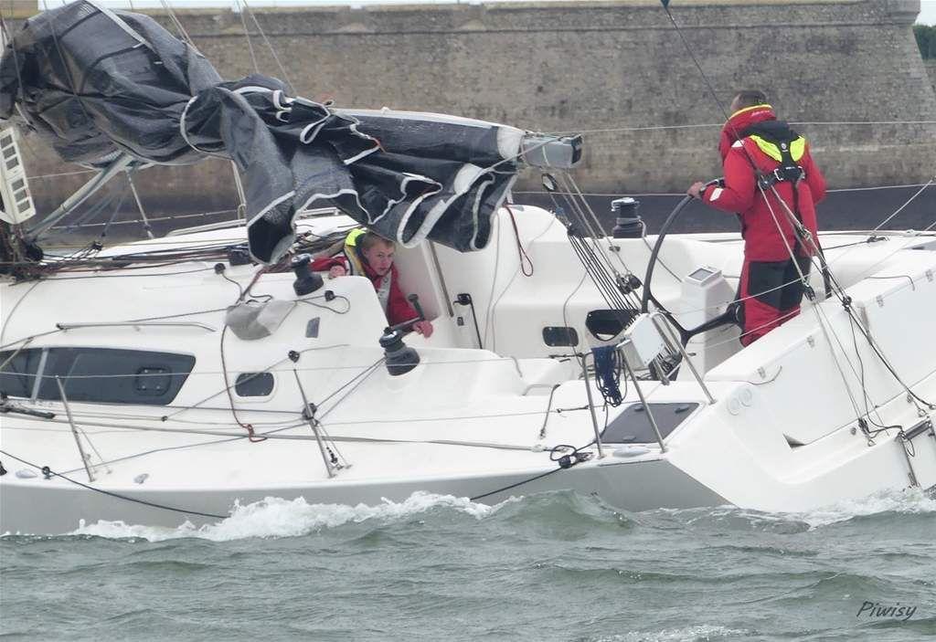 """""""En ce dimanche automnal, la régate du Matériel Médical de Locmiquelic a vu les 41 bateaux courir dans   les Coureaux de Groix par un vent de NE musclé (20-23 noeuds établis) . Les bateaux répartis en 3 flottes ont  fort bien défendu leur handicap.      Et le repas chaud servi à 45 personnes a été le bien venu. Prochaine régate le dimanche 10 novembre"""""""