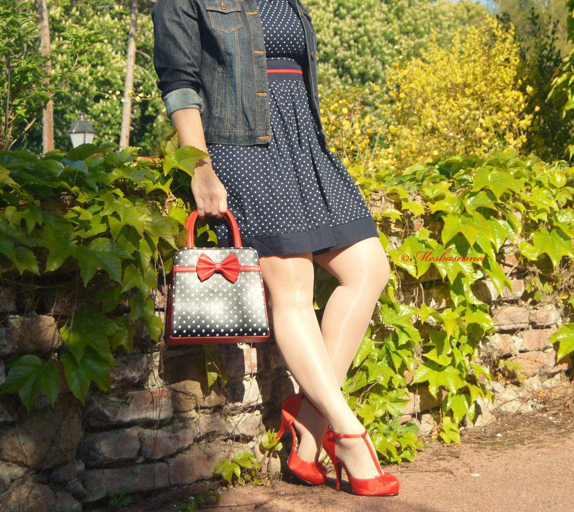 Salomés satin rouge marque Pin Up Couture