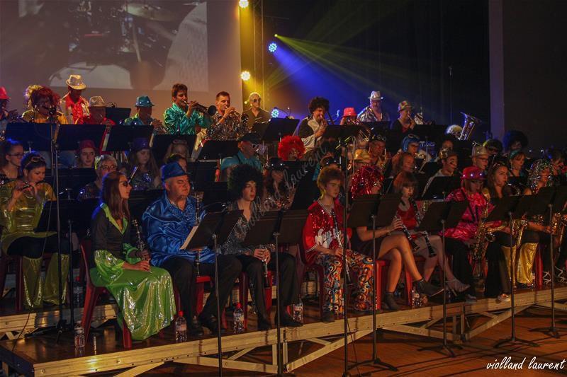 Spectacle musical avec chants et danses