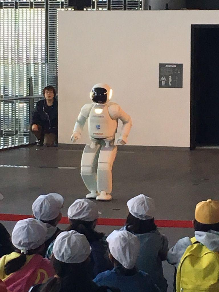 Mascotte des jeux olympiques 2020, Figurines et robots en tout genre