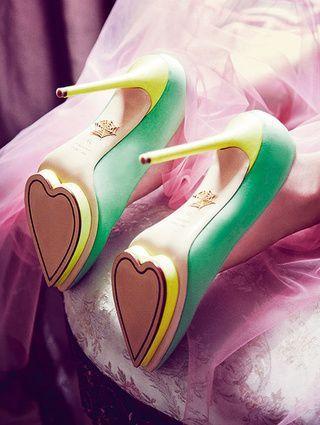 Escarpins Be my Valentine par Charlotte Olympia...