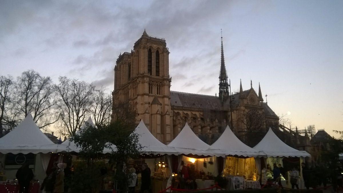 Photo Cendrine, Notre-Dame et son marché de Noël
