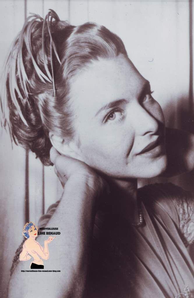 Londre: Line Renaud a adopté la coiffure d'époque d'Élisabette I, qui est à la mode. Pour sont tour de chand devannt les caméras de la télévision Anglaise.