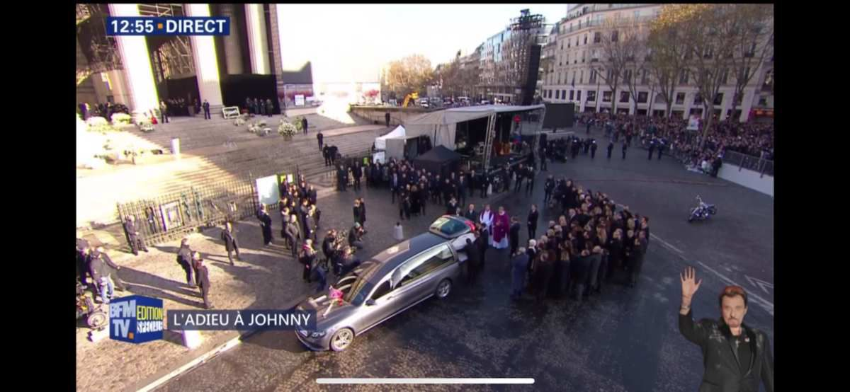 PHOTOS: Johnny Hallyday : le cortège funéraire arrive à l'église de la Madeleine
