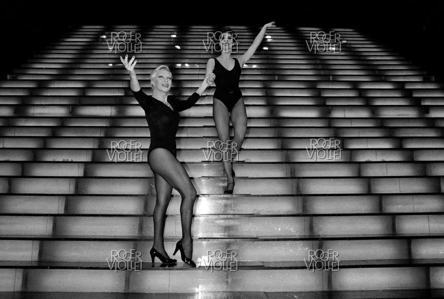 PHOTOS: Line Renaud  et Elza au Casino de Paris novembre 1979 (2 Photos)