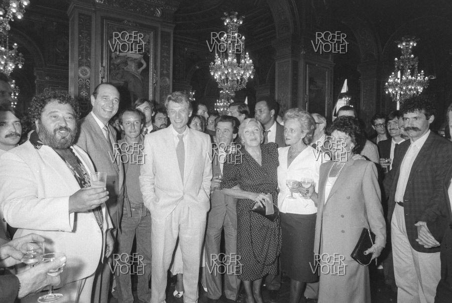PHOTOS: Hôtel de ville avec Carlos, Jacques Chirac, Didier Barbelivien , Johnny Hallyday , Jean Lefebvre , Line Renaud et Bernadette Chirac 1985