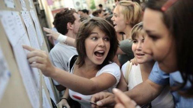 La joie des élèves au moment des résultats/