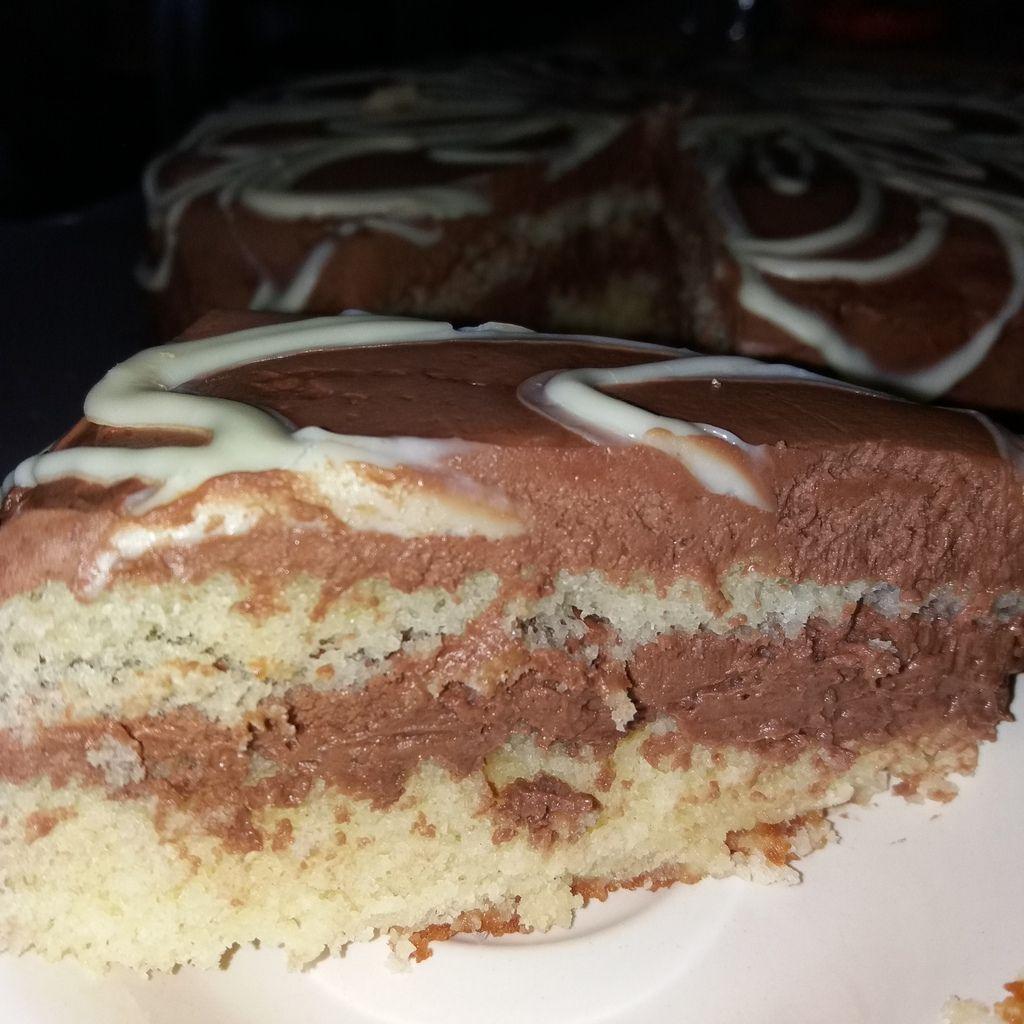 Ce gâteau se prépare la veille, il sera ainsi meilleur le lendemain....