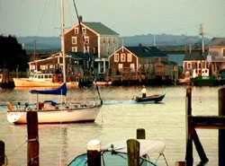 L'île de Cuttyhunk où est né Paul Cuffee / La ferme de Koffi sur le continent / Berge de la rivière Acoaxet / Chantier naval sur la berge / Westport Point autrefois et aujourd'hui / Le Paquachuck Inn, hier et aujourd'hui.