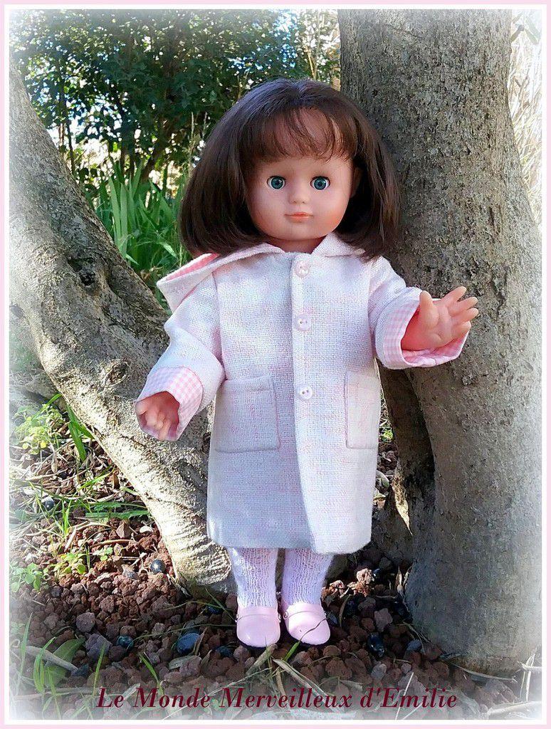 Emilie-Lise porte le manteau de février 1987