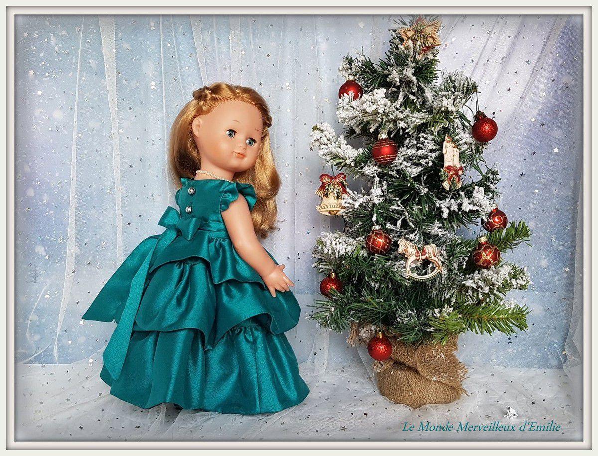 Emilie-Ninon en robe de soirée soie sauvage