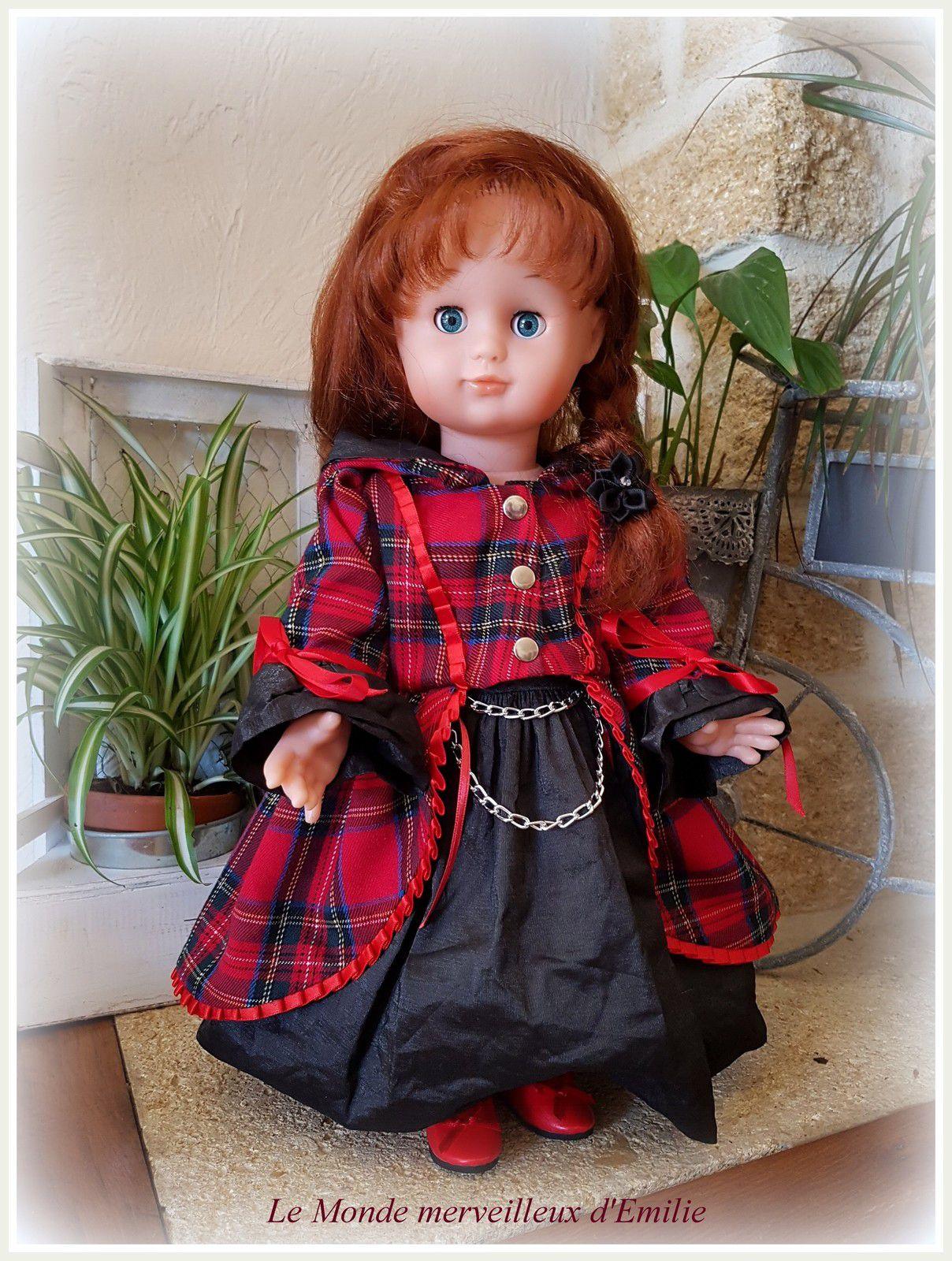 Emilie-Juliette en Petit Chaperon Rouge