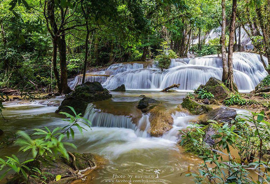 Cascades de Erawan, le fleuron du parc national de Erawan.