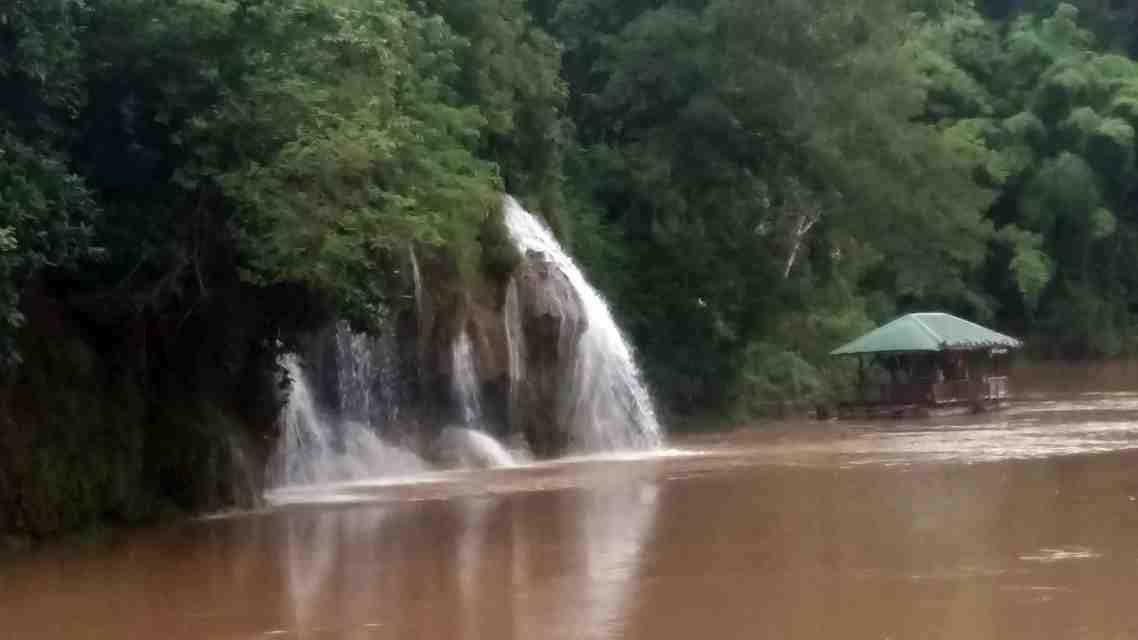 Cascade Khao Jon connue sous le nom de Sai Yok Yai. / Ketrat Rung
