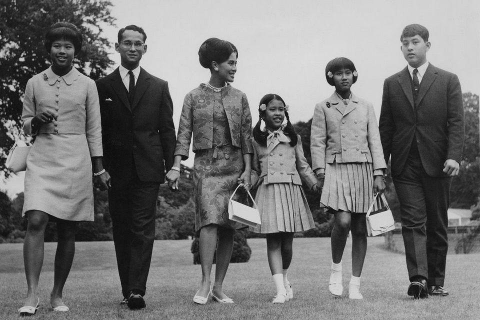 SM Bhumibol Adulyadej et famille