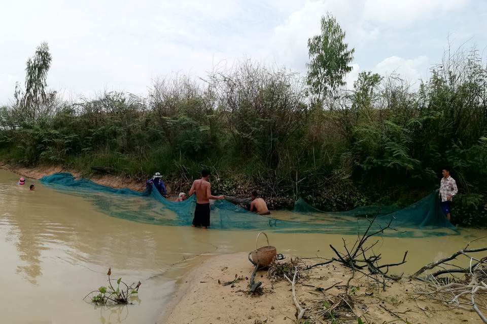La pêche au filet, activité de groupe en Isan
