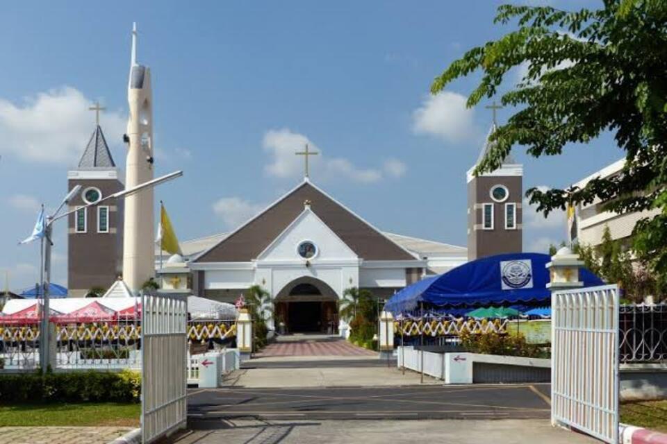 La cathédrale de l'Immaculé Conception d'Ubon Ratchathani