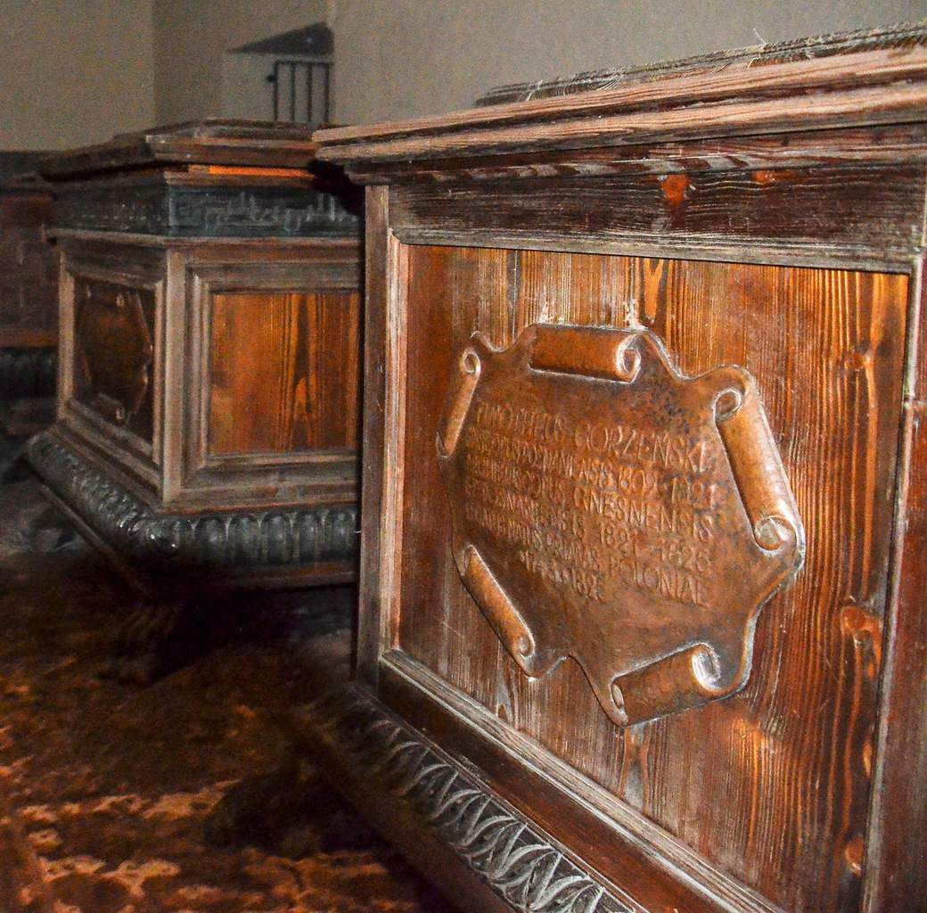 La première  Cathédrale polonaise et la crypte