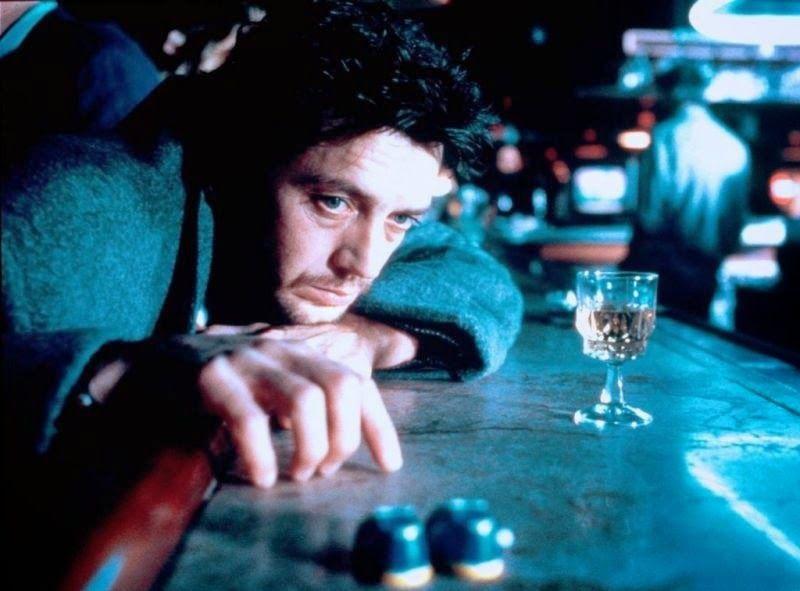 Dans Poussière d'ange (Edouard Niermans, 1986) un film noir où il joue le rôle d'un flic alcoolique, il encaisse avec anxiété le virage brutal d'une apparence et d'un jeu dépourvu de tout clinquant. Cependant là encore, son personnage se ressaisit très vite au nom de la défense de la veuve et de l'orphelin.