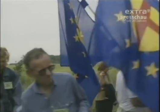"""Sopron Hongrie,le passage des """"réfugiés"""" de RDA le 19 Août 1989 http://09novembre1989lejourdapres-net.over-blog.com/2018/08/la-chute-du-mur-de-berlin-une-bonne-affaire-pour-l-ue.html"""