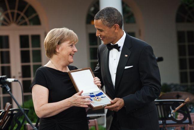 Barack Obama a rendu un hommage appuyé à Angela Merkel, vue par certains experts comme nouveau porte-étendard des valeurs démocratiques dans le monde...