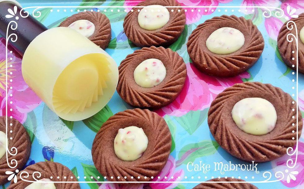 Tartelettes aux deux chocolat garniture chocolat blanc pépites de fraise