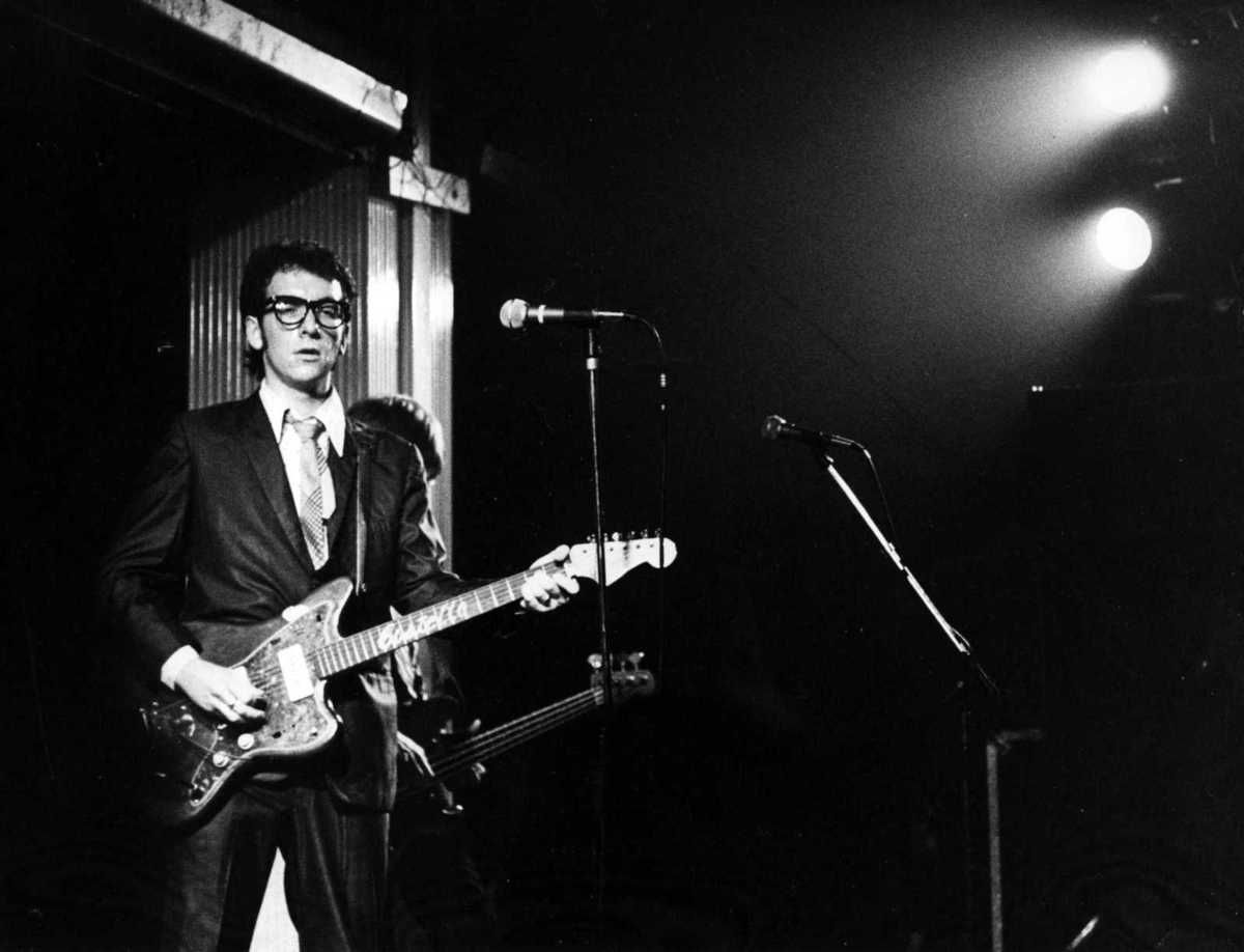 Elvis Costello Oliver's Army : my French translation