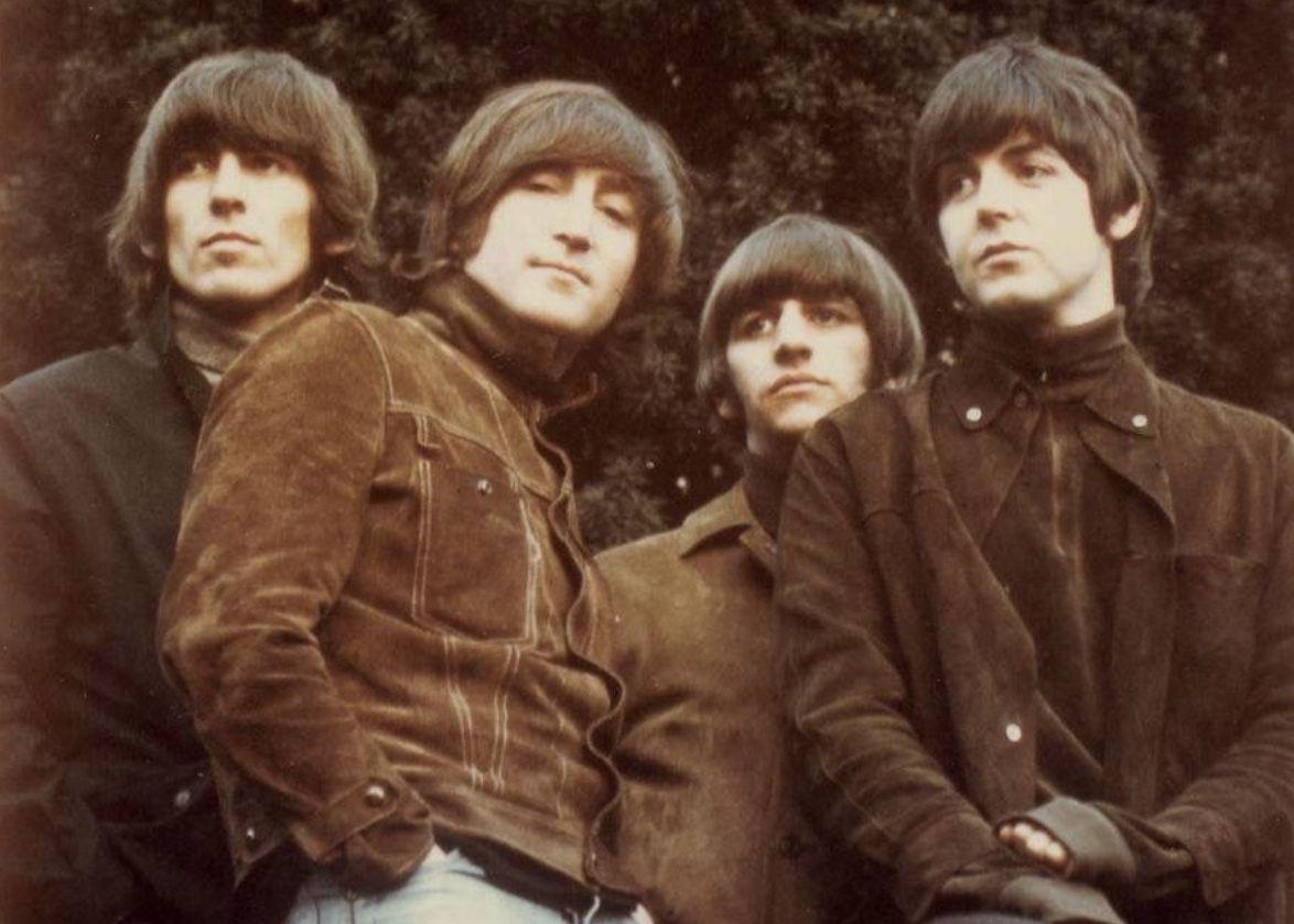 The Beatles - Norwegian Wood : traduction des paroles de la chanson en français, histoire, contexte, explications, interviews, différentes versions.