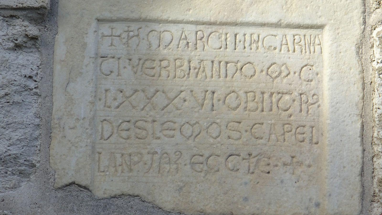 La dalle mortuaire du 12ème siècle