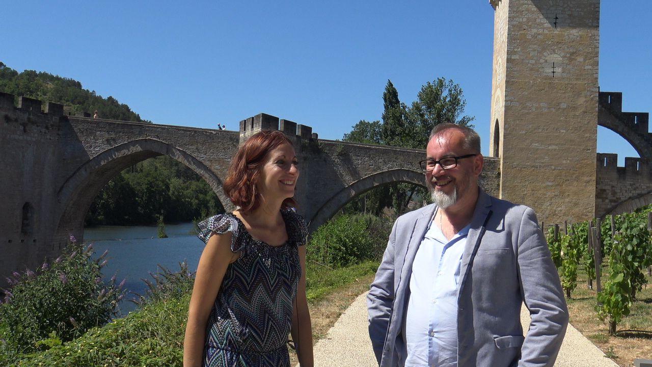 Avec Claire, devant le Pont Valentré de Cahors