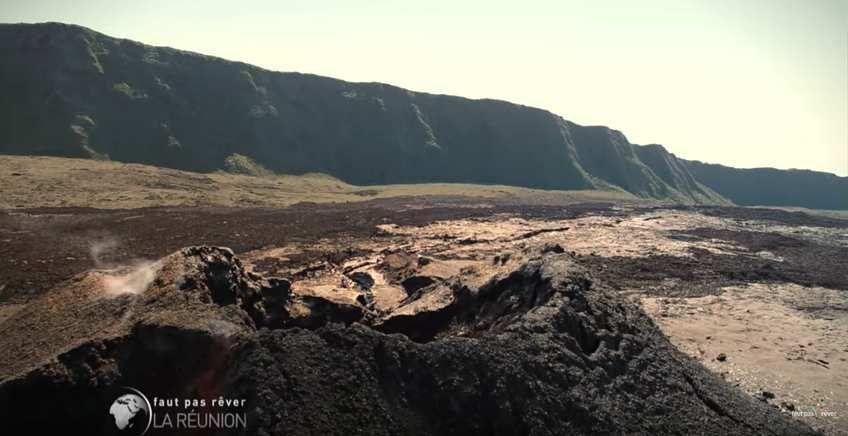1 ans après l'éruption  du 11 au 18 septembre 2016..  Aujourd'hui, nous vous proposons quelque photo du cône volcanique former pendant l'éruption du 11 au 18 septembre, c'était la deuxième éruption de l'année et également la dernière de  2016..