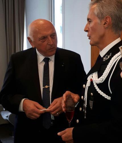 Le Président de la section Gard Hérault Vaucluse s'entretient avec le représentant du DGPN