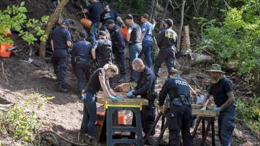 bruce-mac-arthur-tueur-en-serie-polices-menant-des-fouilles-toronto-photo-psycho-criminologie.com