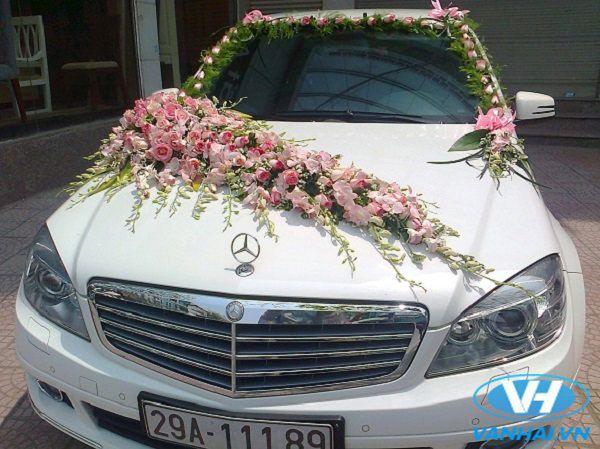 Thuê xe cưới Mercedes hiện đại