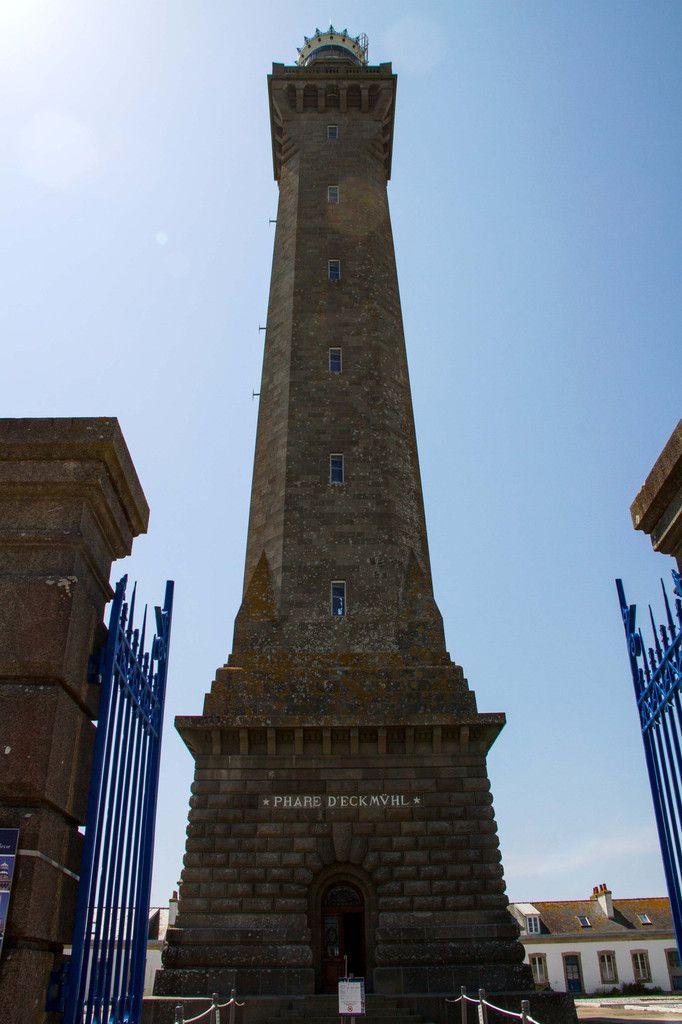 L'entrée du phare d'Eckmühl, haut de 65 mètres