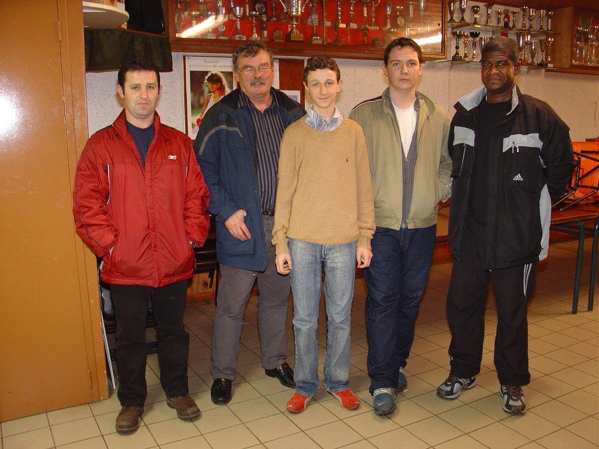 Avec les représentants de la CDA 29 et ses collègues arbitres du club : Alain LASTENNET (à gauche) et Édouard CRIQUET (au centre)