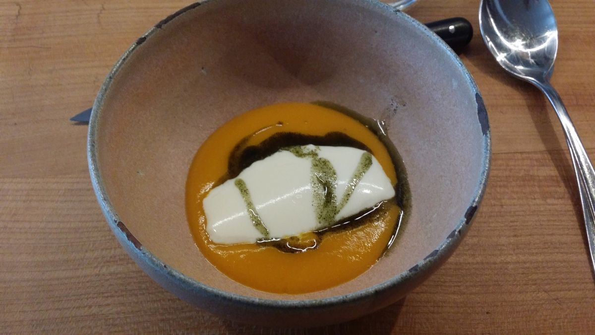 Fulgurances restaurant :amuse bouche, coulis de potiron et fromage frais